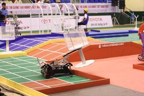 Không bất ngờ vòng loại Robocon 2012 phía Nam - ảnh 12