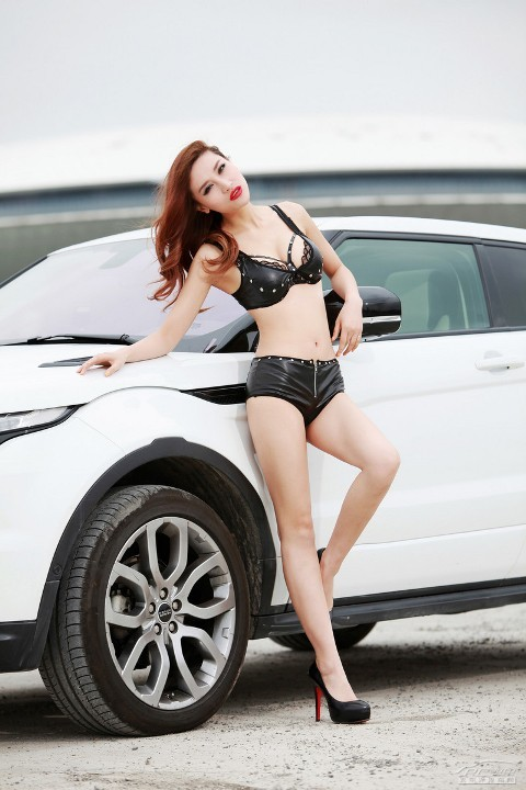 Chân dài cực nóng bên Range Rover Evoque (Phần II) - ảnh 7
