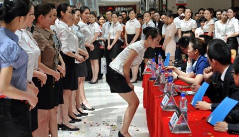 Tiếp viên hàng không Trung Quốc trong một buổi phỏng vấn tại Bắc Kinh