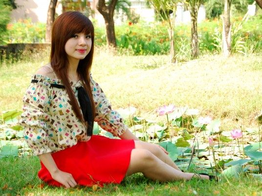 Nữ sinh Đại học Nguyễn Tất Thành khoe dáng - ảnh 7