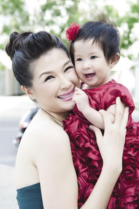 Mạc Anh Thư chỉ chia sẻ về cuộc tình với Huy Khánh sau gần một năm sinh con.