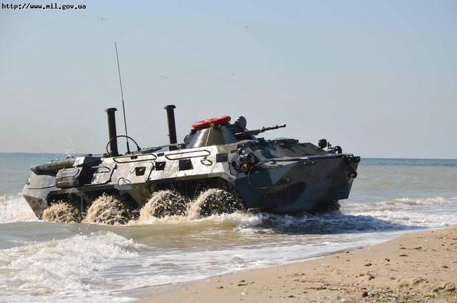 BTP-70pb cập bờ trong diễn tập Lá chắn đồng minh - 2011