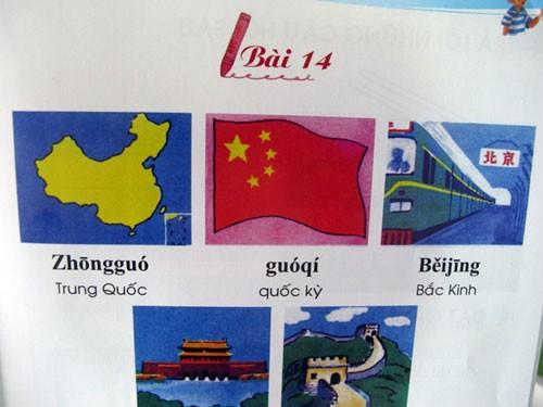 """Bộ sách Tiếng Hoa dành cho trẻ em bị phát hiện có in bản đồ Trung Quốc với """"đường lưỡi bò"""" 9 khúc (bài số 14, trang 35, tập 1) vi phạm nghiêm trọng chủ quyền biển đảo của Việt Nam"""