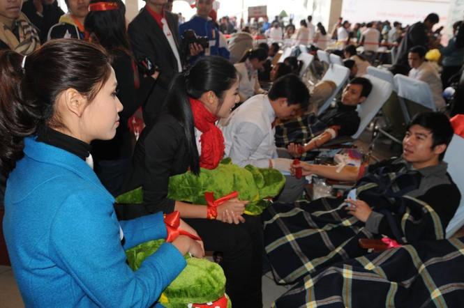 Hoa hậu Ngọc Hân cùng 500 cặp tình nhân hiến máu - ảnh 9