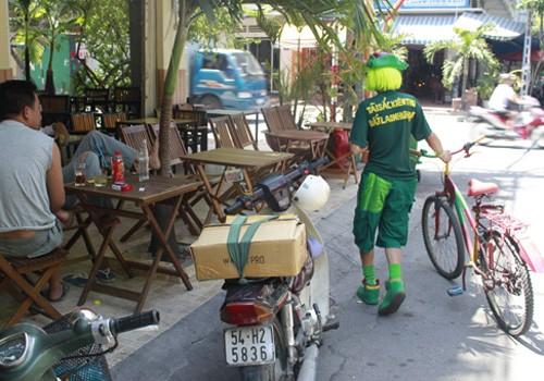 'Dị nhân' bán vé số ở Sài Gòn - ảnh 8