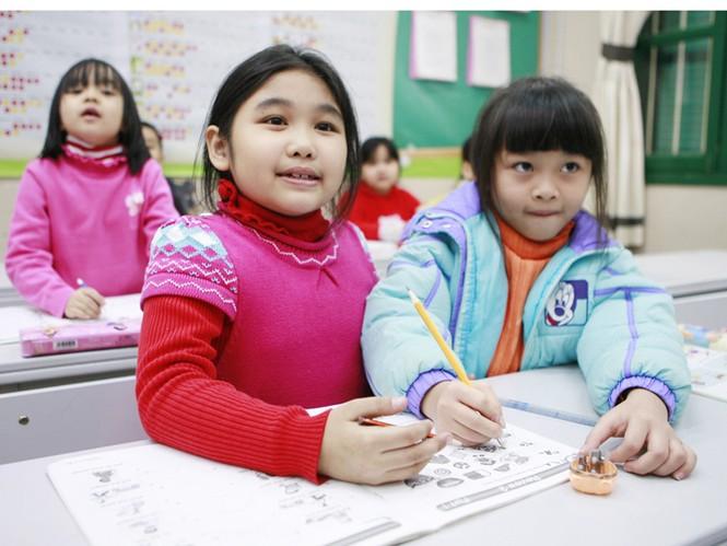 Với học sinh tiểu học, việc học thêm chỉ áp dụng với một số trường hợp và không được quá 2 buổi/tuần (Ảnh minh họa). Ảnh: Hồng Vĩnh