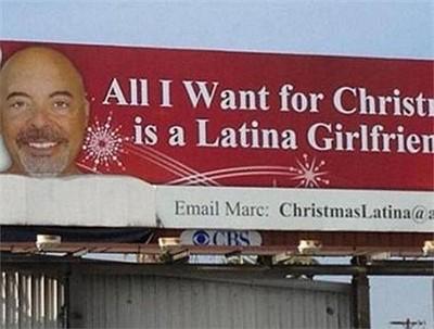 """Triệu phú Marc Paskin - một đại gia trong lĩnh vực bất động sản ở Mỹ đã đăng một quảng cáo cá nhân khổng lồ trên phố ở California để tìm bạn gái. Tấm biển có dòng chữ: """"Tất cả những gì tôi muốn trong dịp Giáng Sinh là một người bạn gái gốc Latin"""". Vợ ông Paskin qua đời hồi năm 2002"""