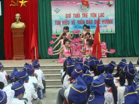 Một chương trình văn nghệ trong giờ học về chủ quyền biển đảo tại Trường THCS thị trấn Yên Lạc, H.Yên Lạc, Vĩnh Phúc - Ảnh: Phan Hậu