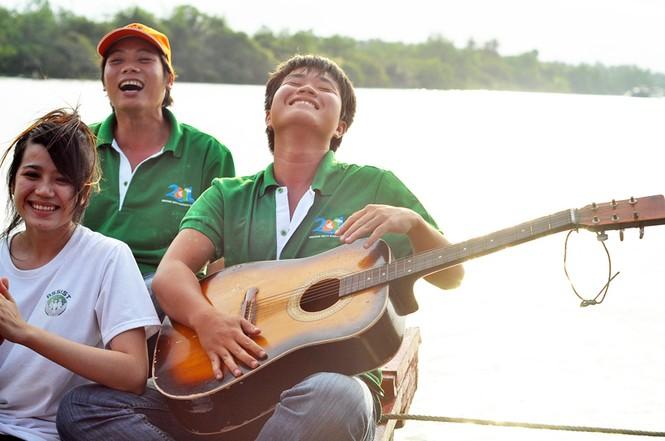 Ca hát giữa sông nước miền Tây