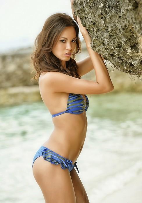 Ngắm Monika Leová gợi cảm cùng bikini - ảnh 4
