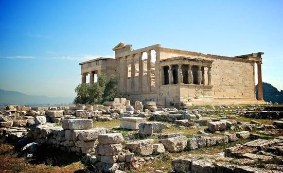 Đền Erechtheion là ngôi đền nổi tiếng đã tồn tại hơn 2.500 năm