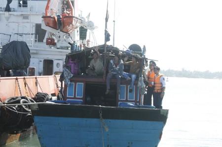 Quảng Nam: 11 ngư dân gặp nạn trở về an toàn - ảnh 3