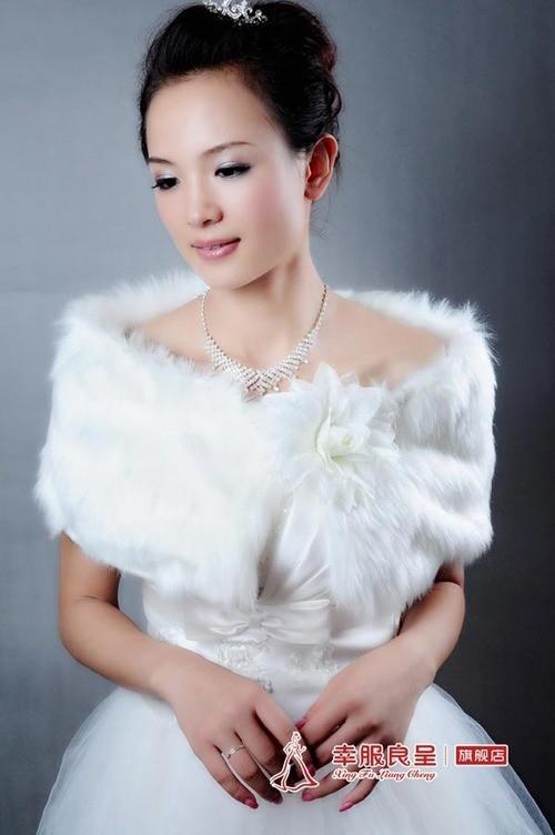 Mix trang phục cưới ngày đầu xuân - ảnh 5