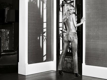 Kate Moss cởi áo khoe... quần - ảnh 6