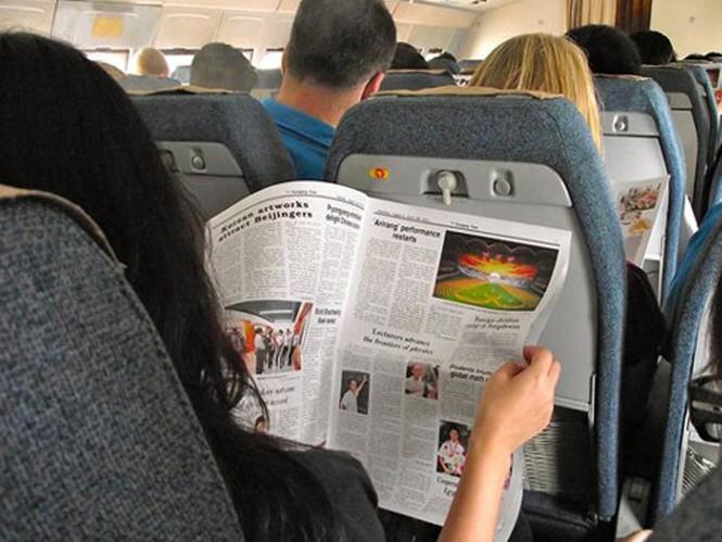 Trước khi cất cánh và hạ cánh, hành khách sẽ được thưởng thức một ít bản nhạc cách mạng của Triều Tiên