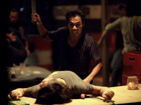 Lộc (Phạm Anh Khoa) thanh toán mối thù với Hải (Nhan Phúc Vinh) trong cảnh cuối phim. ảnh: n.t.sơn cung cấp