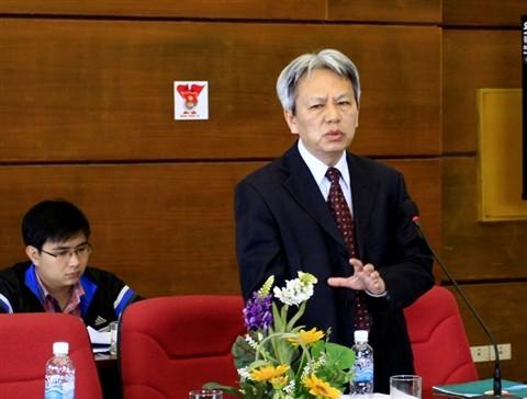 Ông Nguyễn Sĩ Dũng phát biểu tại Hội nghị lấy ý kiến của các văn nghệ sĩ trẻ, nhà báo trẻ đóng góp về Dự thảo sửa đổi Hiến pháp 1992. Ảnh: Xuân Tùng.