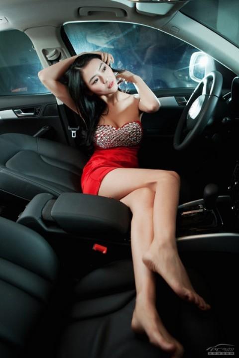 Chân dài đọ nhan sắc với xế hộp Audi - ảnh 12