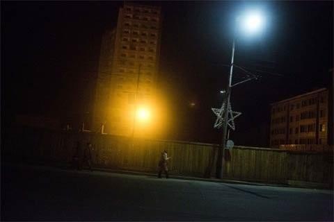 Phố về đêm ở trung tâm Bình Nhưỡng ngày 21/2