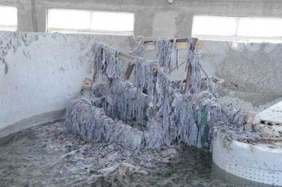 Gelatin công nghiệp do các nhà máy sản xuất gelatin ở tỉnh Hà Bắc cung cấp, gelatin ở đây được làm từ phế phẩm da động vật.