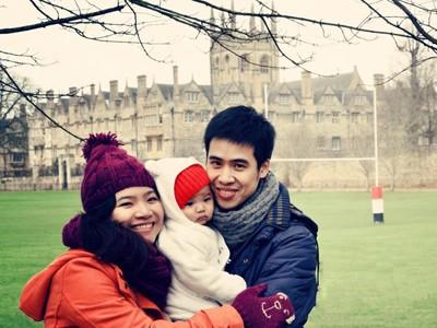 Thầy Nguyễn Hữu Hòa cùng gia đình