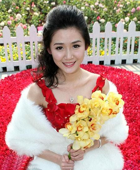 Chiếc váy xinh đẹp làm từ hoa hồng