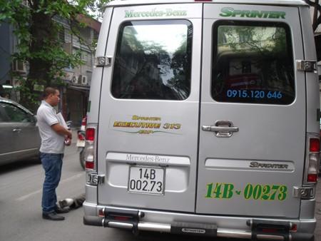 Chiếc xe du lịch phát hỏa trên phố Quán Thánh chiều 9 - 4