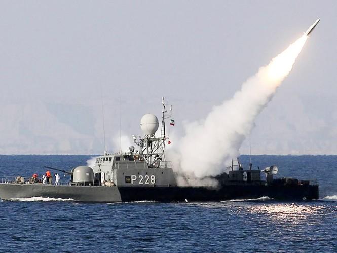 Tên lửa Mehrap của Iran bắn thử nghiệm tại biển Hozmus tháng 1 năm 2012