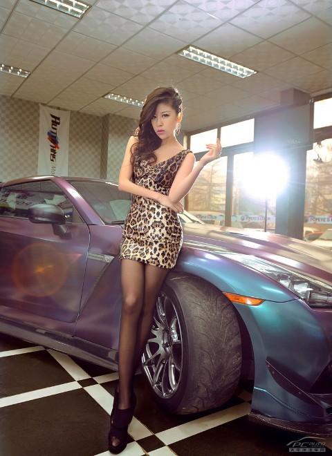 'Báo gấm' tạo dáng bên Nissan GTR - ảnh 2