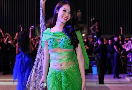 Thu Minh và Thái Hà đã ăn mặc cẩn thận hơn sau khi bị cảnh cáo