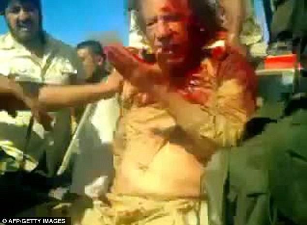 Xuất hiện video ông Gaddafi bị bắn vào đầu - ảnh 6