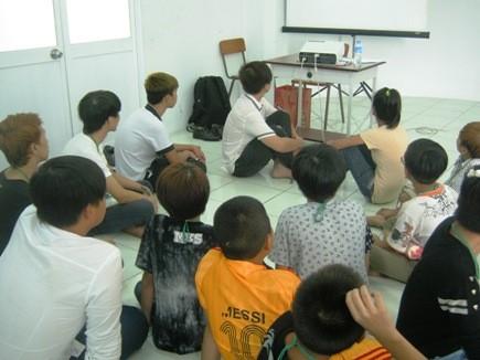 Các em học sinh, thanh thiếu niên chưa ngoan Q.1 trong giờ học về giá trị sống