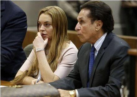 Lindsay Lohan cùng luật sư bào chữa của mình - ông Mark Heller