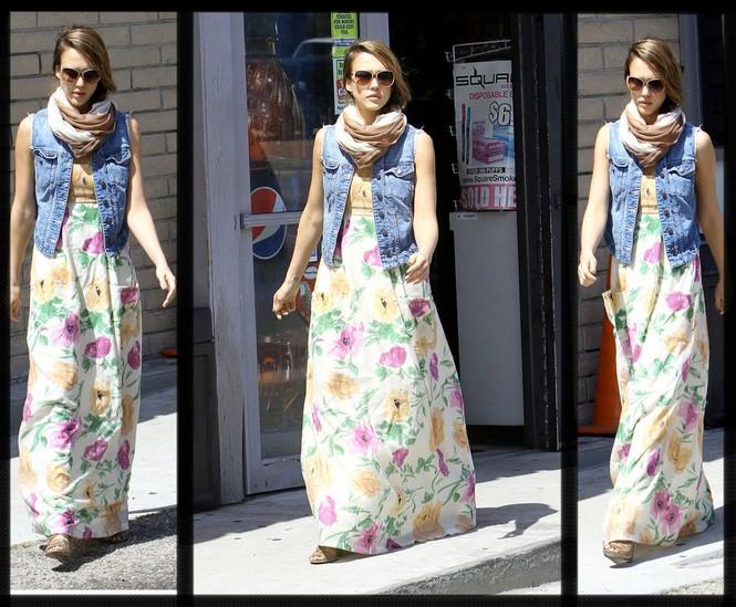 Jessica Alba mê mẩn váy maxi - ảnh 1
