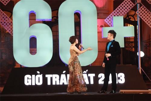 Đại sứ chương trình - ca sĩ Bảo Trâm và Minh Quân song ca trên sân khấu.