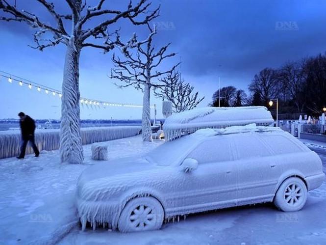Tuyết phủ khu vực quanh hồ Geneva ở biên giới Thụy Sĩ - Pháp sáng 5 - 2. Ảnh DNA