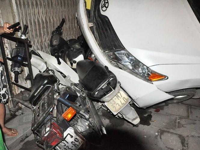 Tai nạn liên hoàn trên phố Minh Khai - ảnh 3