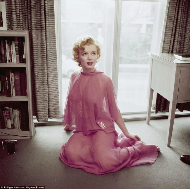 Những bức ảnh này được chụp ở căn hộ của cô vào năm 1952