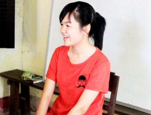 Cô thủ khoa xinh xắn này hiện đang dạy thêm Tiếng Anh cho các em nhỏ