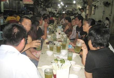 Uống rượu bia nhiều khiến nguy cơ mắc bệnh ung thư tăng cao