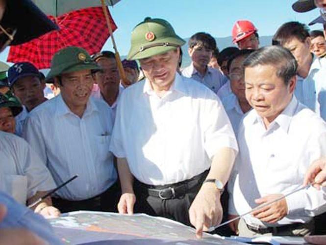 Thủ tướng Nguyễn Tấn Dũng kiểm tra công tác tái định cư tại xã Kỳ Phương, huyện Kỳ Anh