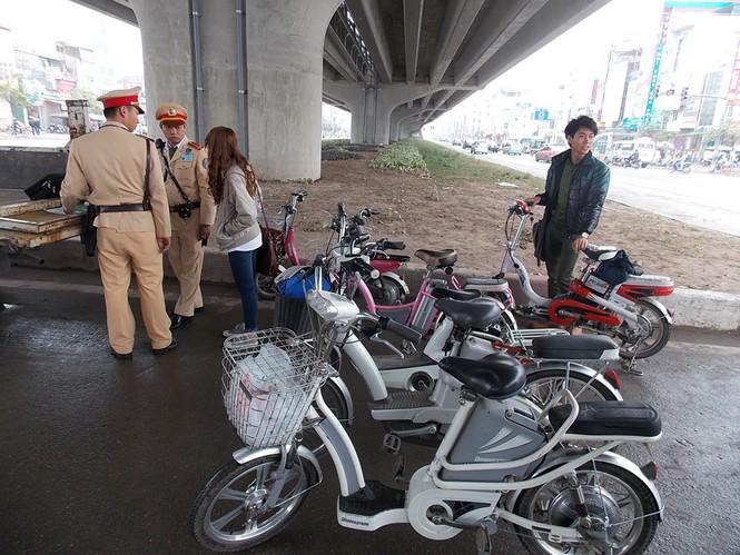 Nhiều sinh viên đi xe đạp điện không MBH - ảnh 11