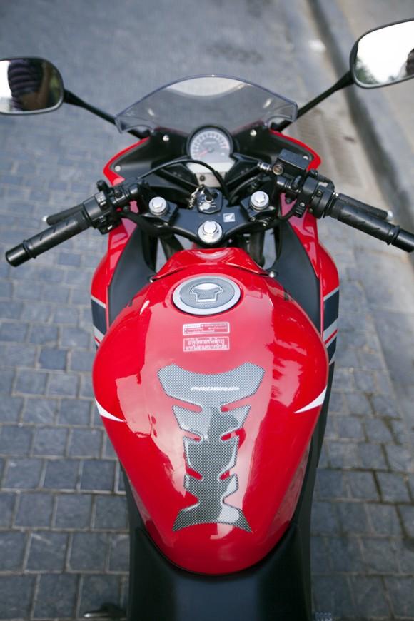 Honda CBR150R 2011: Xe đua 150cc mạnh mẽ - ảnh 9