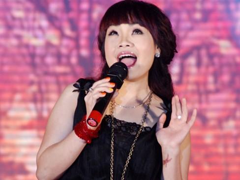 Ngọc Khuê đã cùng với ca khúc 'Lạc' dẫn đầu BXH Bài Hát Yêu Thích