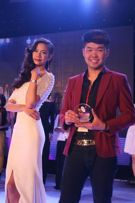 Thái Thành và người mẫu của mình nhận giải Triển vọng