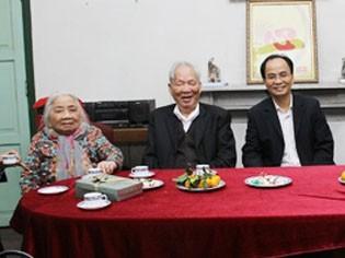Vợ chồng nguyên Chủ tịch nước Lê Đức Anh và con trai - ông Lê Mạnh Hà, hiện là Phó Chủ tịch UBND TPHCM