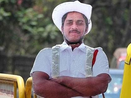 Hình nộm một chiến sĩ cảnh sát ở thành phố Bangalore, Ấn Độ. Ảnh: O.C