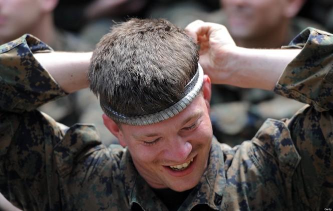Lính Mỹ luyện uống máu rắn, ăn côn trùng - ảnh 4