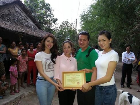 Hà Kiều Anh, Thúy Nga đi từ thiện xuyên Việt - ảnh 10