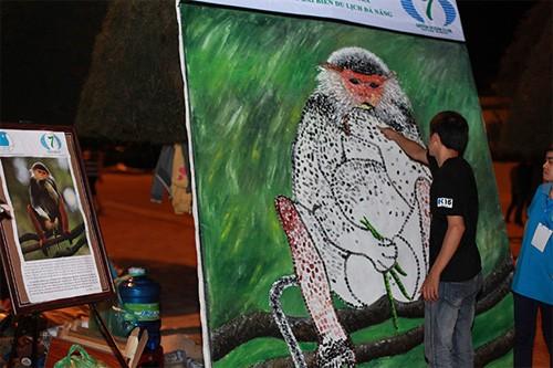 Vẽ tranh kêu gọi bảo vệ loài voọc.